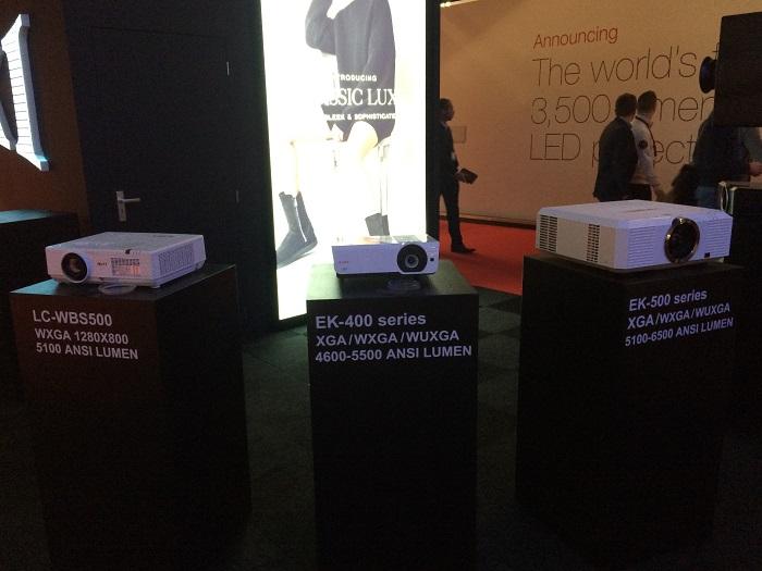 Серия мобильных и портативных проекторов EIKI