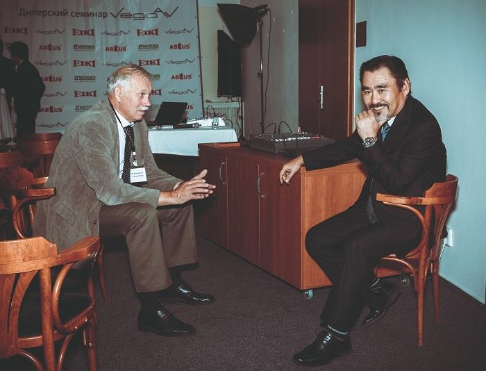 Президент компании EIKI JP г-н Кавабата и президент компании EIKI CZ г-н Водески